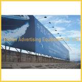 Custom Interior e Exterior Travando Banner de Publicidade