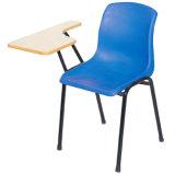 팔을%s 가진 백지장 플라스틱 의자를 가진 대학 대학 가구 학생 의자