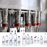 Puro y completo equipamiento de embotellado de agua mineral.