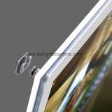 Crystal&#160 fissato al muro; Lightbox con il comitato chiaro illuminato del LED
