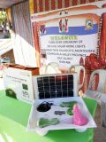 3LED 4LEDの太陽再充電可能なランプが付いている高い発電15W 25W 30W 11V太陽ホームライト