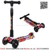 2-10屋外の子供年の3フラッシュ車輪Eのスクーターの調節可能な高さのハンドルを折っている