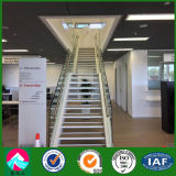 mostra corridoio della struttura d'acciaio del negozio 4s