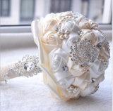 素晴らしいカスタマイズされたカラー人工花のラインストーンは結婚式の花束を真珠で飾る