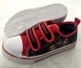 Últimos diseños de zapatos de lona Low-Cut de dibujos animados para niños (FF924-8)