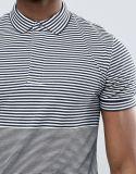줄무늬 위원회를 가진 남자의 연결 폴로 셔츠
