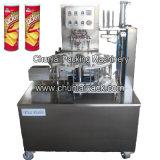 As microplaquetas de batata de Pringles enlatam a máquina de embalagem