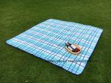 Coperta esterna dell'interno di picnic del panno morbido della grande coperta impermeabile con la maniglia