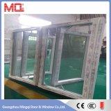 Ventana abatible de PVC con la reflexión de cristal