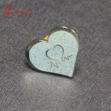 Customized Wholesale Glitter En forme de coeur Badge Pin Pin