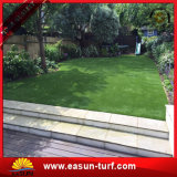 Belo jardim verdejante paisagem de decoração de relva artificial