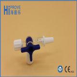 De medische Plugkraan Met drie richtingen van de Injectie