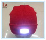 卸し売りブランク冬男女兼用のアクリルの編まれたLEDの点滅の帽子の帽子