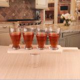 Drinkend Wijn Ontsproten Glas, de Mok van het Bier, de Kop van het Sap of de Kop van de Drank