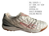 Deux chaussures du football de taille de l'unité centrale deux de couleurs