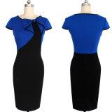 Vestito convenzionale blu e nero dall'ufficio