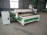 Gravador fazendo à máquina e cortador do CNC do Woodworking