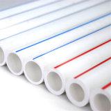 Tubulação plástica da água quente PPR do polígono das válvulas com linha vermelha