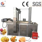 Patatine fritte e pollo industriali che friggono macchinario