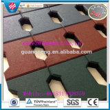La stuoia di gomma/puzzle di ginnastica mette in mostra le mattonelle di pavimento di gomma