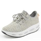 Nouvelle augmentation de l'air en tissu mesh chaussures de course des femmes