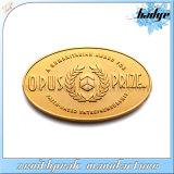 Diseño personalizado de oro cortar metal distintivo de tallar el logotipo de la ranura
