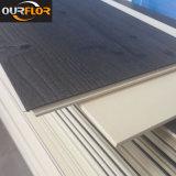 Planches en PVC très résistant à l'eau avec plinthe en vinyle WPC