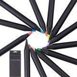 Crayons de couleur en bois noir avec aiguisé fin