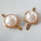 Form beinahe ringsum die weißen Perlen-Metallplastikzubehör dekorativ