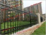 デザインを囲う電流を通されたやりの上の機密保護の駐屯隊の鉄の囲うか、または鋼鉄
