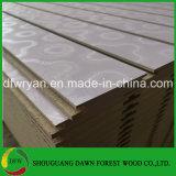 スロットMDF/Wood Veneer/PVC/HPL/UV/Melamineによって薄板にされるMDF