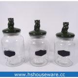 Vasi di vetro con il coperchio di ceramica dei cervi