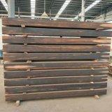 El suelo al aire libre carbonizado gris con el bambú del hilo