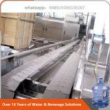 L'eau de bouteille de 5 gallons rinçant la machine recouvrante remplissante