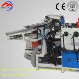 Un operatore dopo la rifinitrice per il cono di carta/l'industria tessile