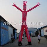 Rosafarbener Geist-aufblasbarer Himmel-Tänzer-wellenartig bewegender Mann