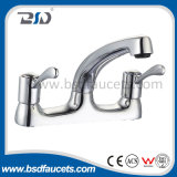 Le froid chaud d'évier jumel de bassin filète le robinet de salle de bains de chrome de paires