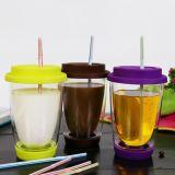 Tazza doppia variopinta con la tazza di caffè doppia del coperchio del silicone