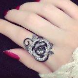 Zwart nam de Leuke Vrouwelijke Ring van de Bloem met Bergkristallen voor Vrouw toe