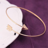 Unisexpfeil-Goldsilber-Farben-geöffnetes justierbares Stulpe-Armband