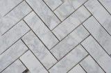 Mosaico di marmo bianco delle mattonelle di pietra di marmo del Chevron Carrara