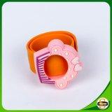 Kundenspezifischer Firmenzeichen-und Größen-Silikon-KlapsWristband für Kinder