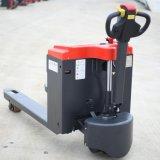 Электрический погрузчик для транспортировки поддонов