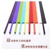 精油のリード拡散器が付いている最も一般に着色されたファイバーの香水の棒