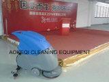 Carrelage au sol marche derrière la machine à laver sécheur d'épurateur