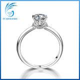 De populaire Eenvoudige Zilveren Ring van Solitare Moissanite van de Stijl voor Overeenkomst