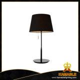 Casa moderna mercadorias na mesa de cabeceira (Iluminação2211T)