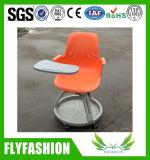 Training sitzt Plastikknotenpunkt-Stuhl mit Schreibens-Tisch vor