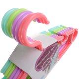Le modèle d'échantillon chaud coloré de vente 8 PCS un a placé la bride de fixation en plastique assortie de bébé de couleur avec le crochet