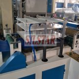 기계에게 기계를 만드는 비닐 봉투를 하는 앞치마